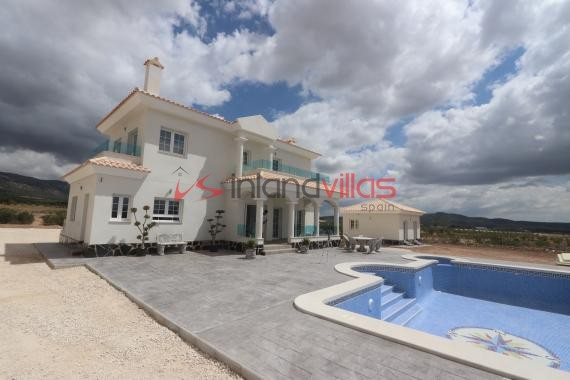 4 bed Luxury New Build Villa with plot and pool