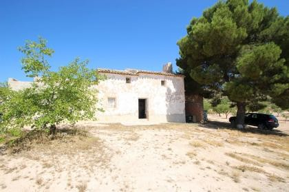 Country house with 100.000M2 olives and Almonds