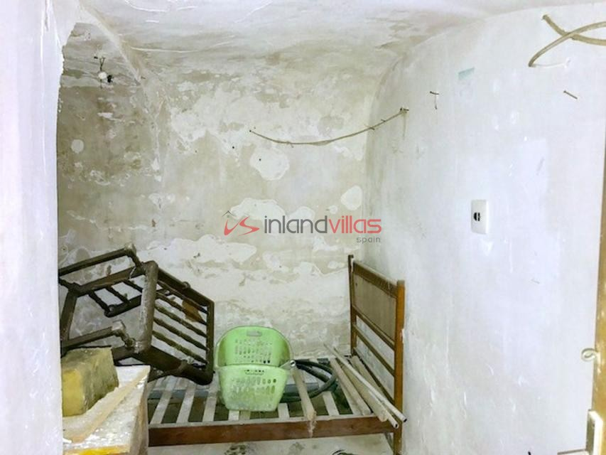 Marvelous 5 Bedroom Cave House For Renovation With Water And Electricity