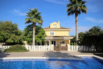 Reduced 50k! Grand Villa & pool in a great location -