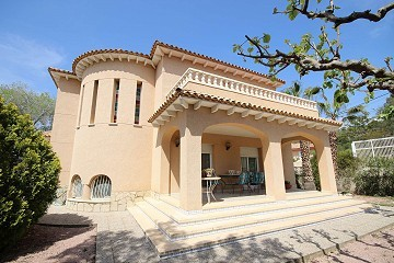 Detached Villa with a guest house in Loma Bada, Alicante