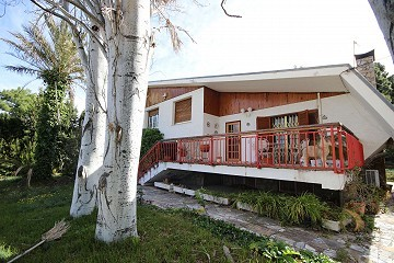 Detached Villa with a pool and garage in Loma Bada, Alicante