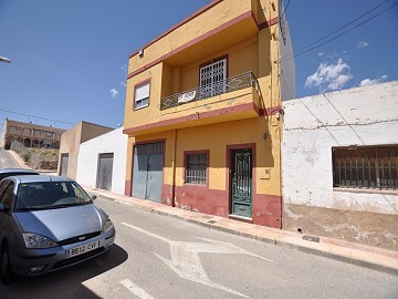 Large townhouse with great business prospects