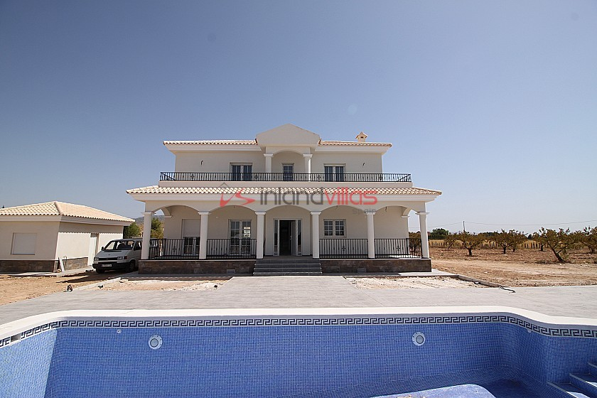 New build villa 195m2 with pool and plot in Inland Villas Spain