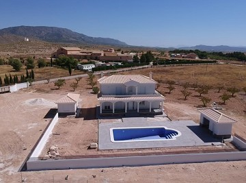 New build villa 195m2 with pool
