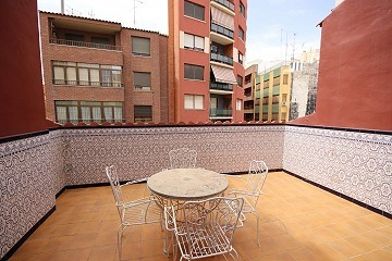 Large Town House with a shop in the heart of Villena
