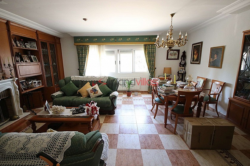 Large 9 bed Detached House in town, great for business in Inland Villas Spain