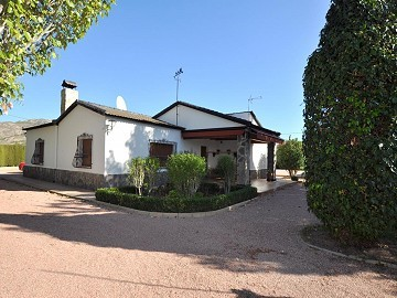 Large 4 Bedroom quality rustic home with pool and tennis court in Sax