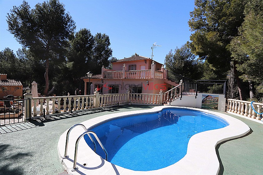 This Lovely 4 bedroom 2 bathroom country house with pool and guest house - Reduced by €40.000  in Inland Villas Spain