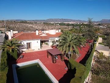 Gran Rico Villa - 4bed 4bath Pool Garage Guest House +