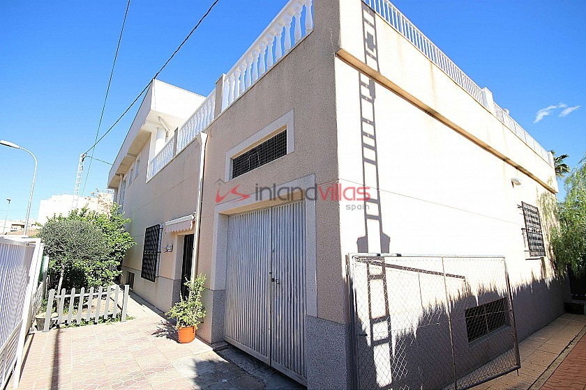 Massive Town House with business opportunity in Monovar in Inland Villas Spain