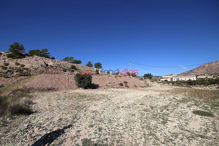Building plot of land with mains electricity, water and tarmac road in Macisvenda in Inland Villas Spain