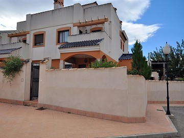Beautiful 2 bed, 2 bath semi-detached property, only 10 minutes from 2 golf courses