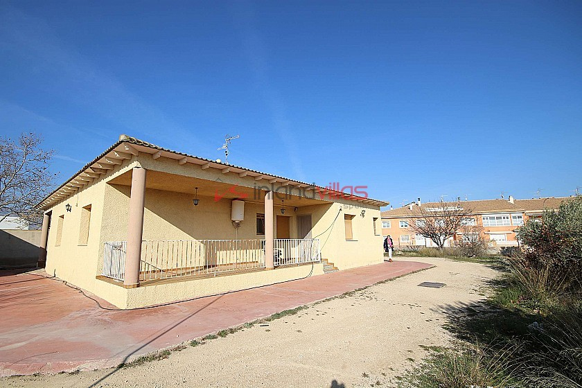 Detached Villa in town with a pool, garage and large outbuilding in Inland Villas Spain