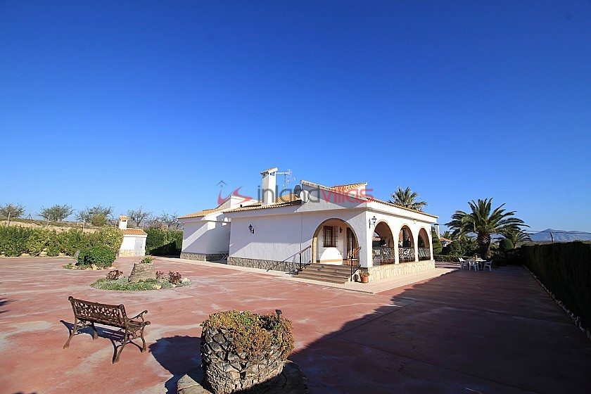 Traditional Spanish style 5bed 3bath villa white with terracota arches and tiles. in Inland Villas Spain