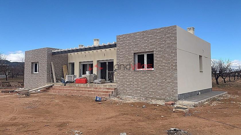 New build walk to Pinoso town in Inland Villas Spain