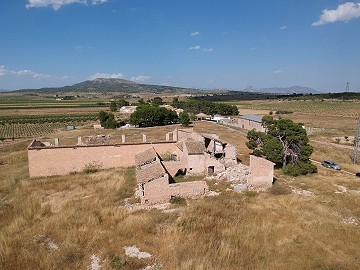 Large plot with a ruin, to be rebuilt, great views