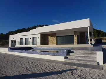 Villa for sale in La Romana, Alicante ready in a few weeks