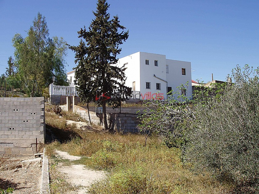 14 Bed Home for reform - perfect for a large family or potential business in Inland Villas Spain