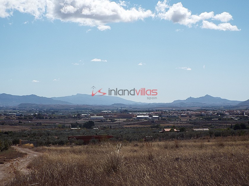10,500m2 Plot of Land with mains water in Inland Villas Spain