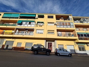 3 Bedroom Apartment in Sax in good condition