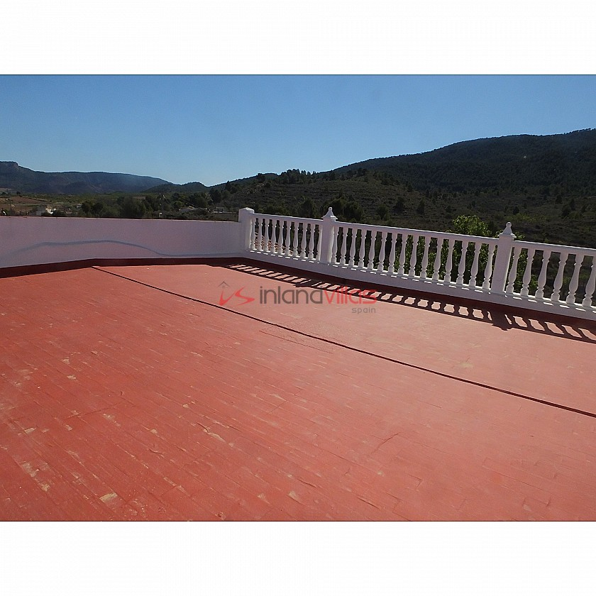 Lovely Village property with Huge Roof Terrace in Inland Villas Spain