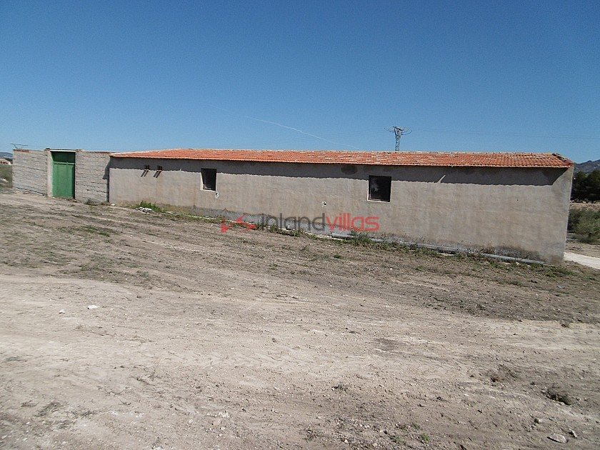 Warehouse with the possibility of housing 4km from Yecla in Inland Villas Spain