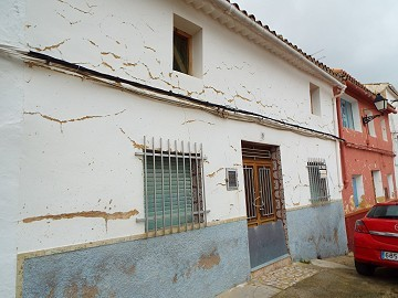 Town House in a beautiful Village La Zarra, Valle de Cofrentes
