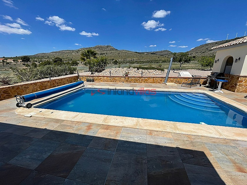 Ready to move in to Villa in Caudete with rtb option in Inland Villas Spain