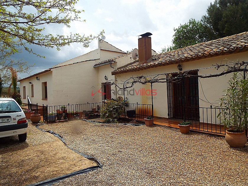 Stunning Walk to Town Villa in Ayora with large Pool in Inland Villas Spain